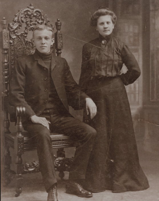 T-Bone Slim and his wife Rosa. Photo courtesy of the Newberry Library, collected by Franklin and Penelope Rosemont