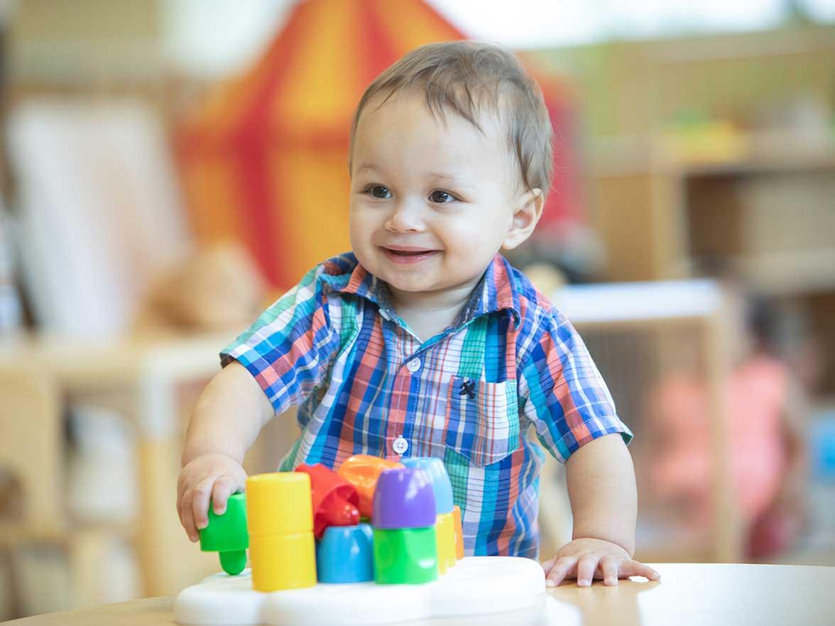 نصائح الأبوة والأمومة الإيجابية من أجل تنمية صحية للأطفال الصغار (1-2 سنة)