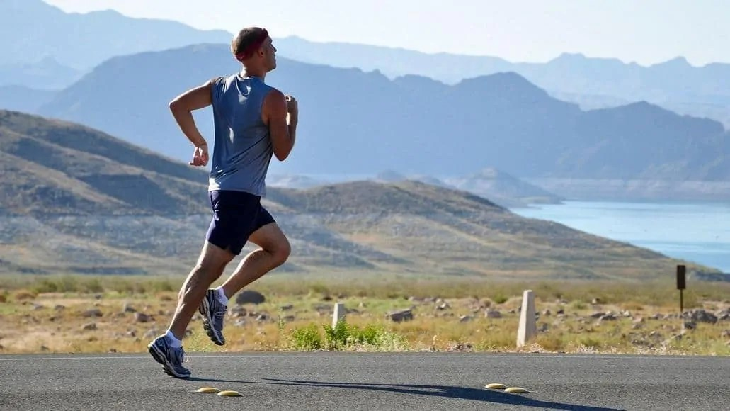 Runner burning fat by running on road