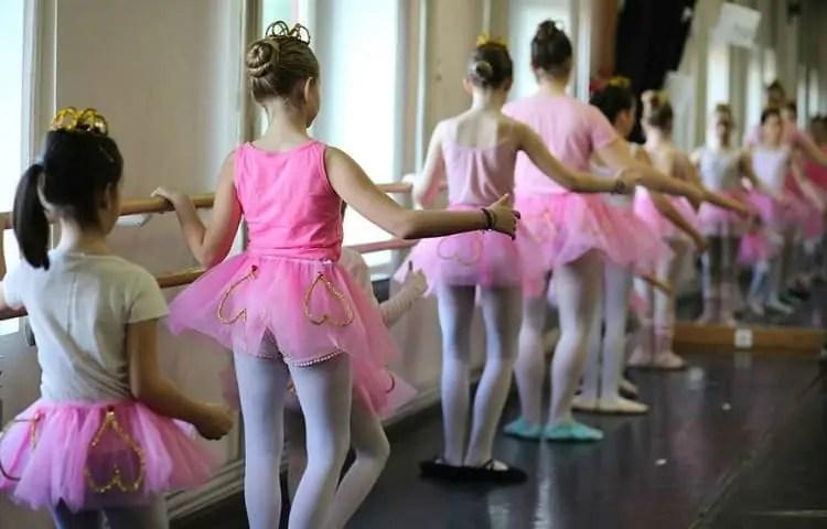 ballet training class for children