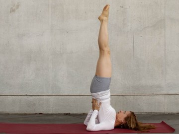 yoga poses sukhasana easy pose  workout trends