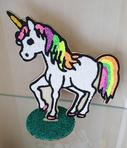 unicorn uit hout met foam klei