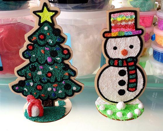 voorbeeld houten kerstboom en sneeuwman