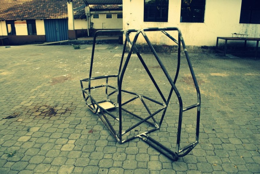 By Ashleshbhat13 - we as a team made this roll cage,and this is a photograph of it., CC BY-SA 3.0, https://commons.wikimedia.org/w/index.php?curid=24576009