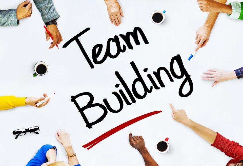 beneficiile unui teambuilding