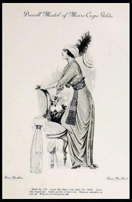 France Fin de siècle fashion. French haute couture gown. Belle Epoque cocktail dress. Model of Moire Crepe