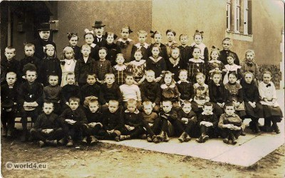 German boys and girls dresses, costumes, vintage fashion in 1910s.