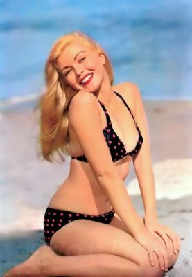 Marilyn Monroe Style, Vintage Fashion & Looks. Boho style Neckholder Bikini. Pin-up Girl swimwear.