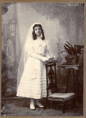 Pretty girl Buenes Aires, Communion costume. Costume Argentina. Art Nouveau  – Buenes Aires Belle Epoque Fashion