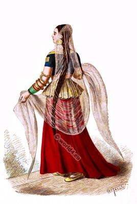 India Mughal costume. Anarkali suits, Salwar Kamiz. 15th century costume.