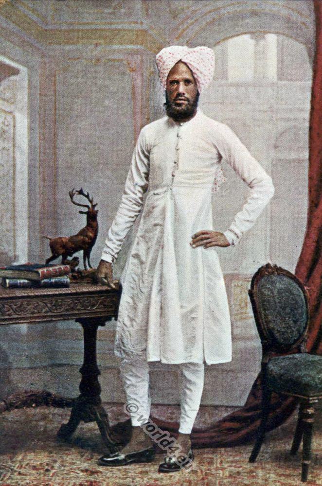 Mohammedan clothing. National costumes of India