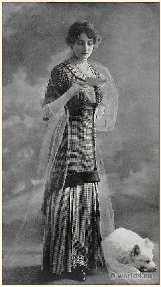 French Art nouveau costume. Belle Époque fashion. Street dress 1911