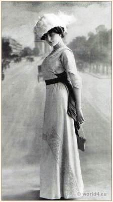 Art nouveau cream colored street dress. Embroidery. Belle Époque costume. Paris fashion. Edwardian era.