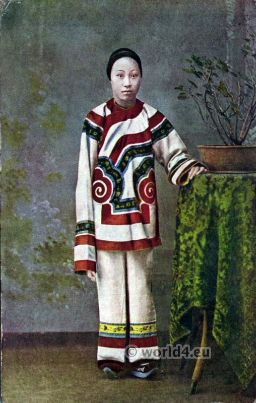 Chinese woman from Hong Kong. Traditional Chinese costume.