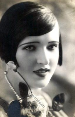 Flapper girl makeup and hairstyle. STYLISH ROARING 20s.