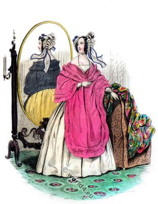 Romantic fashion costumes. Robe de gros de Naples blanc.