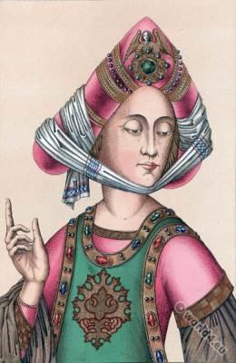 Burgundian turban headgear. 15th century fashion. Gothic costumes
