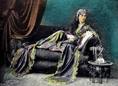 Sultana. Ottoman harem. Traditional Turkish costumes.