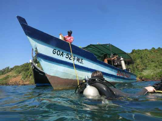 scuba diving boat goa