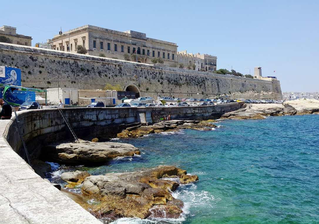 St Elmo Bay dive site Valletta
