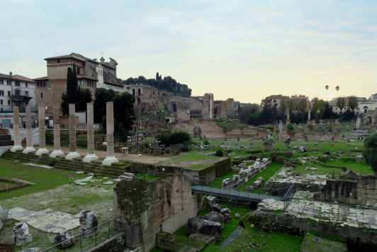 Roman Forum - Walking tour in Rome in December