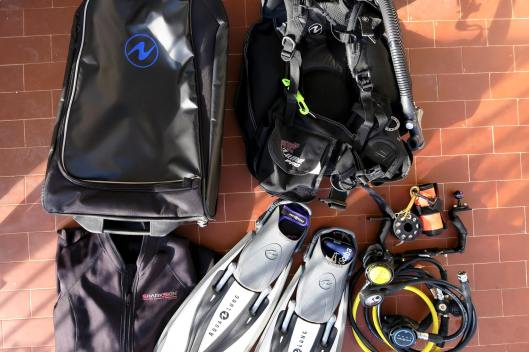 How to pack scuba diving gear in a cabin carry-on luggage
