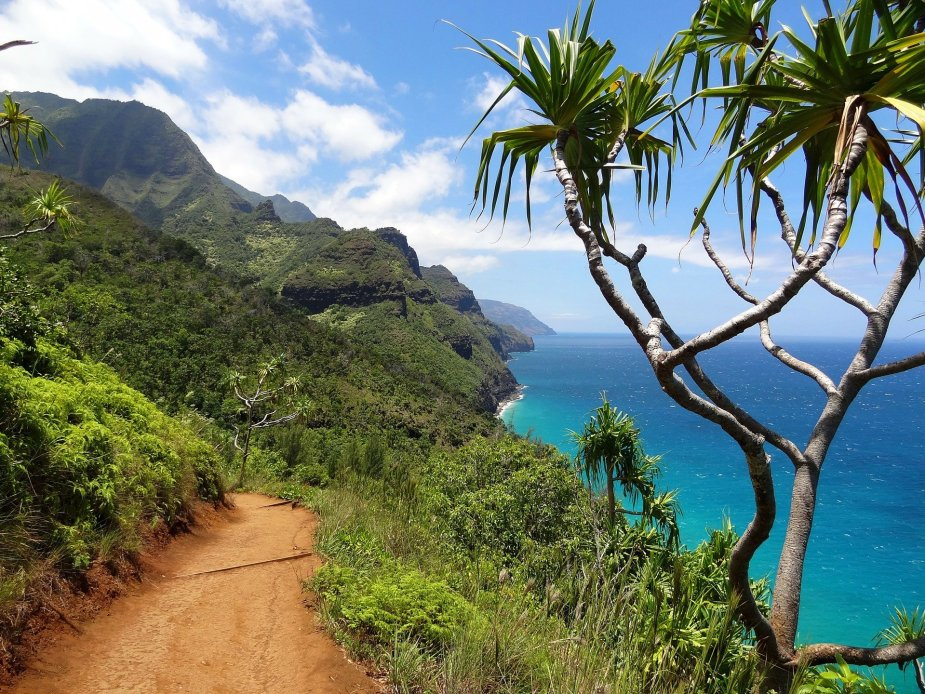 Na Pali Coast Trail Kauai Hawaii - Fun things to do in Hawaii