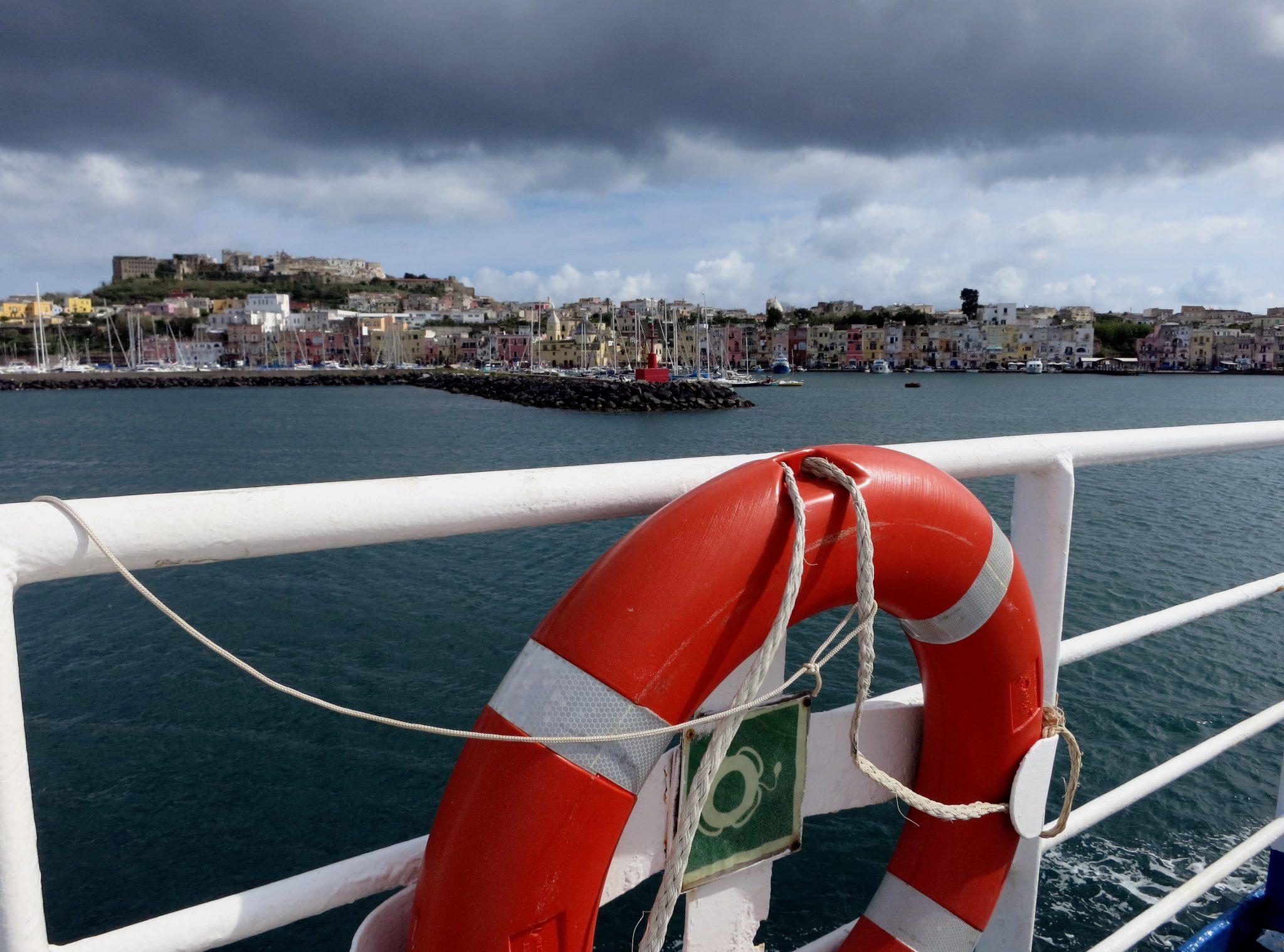 ferry pozzuoli procida