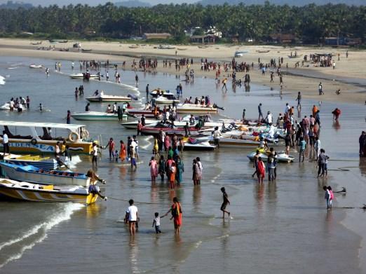 crowd beach murudeshwar