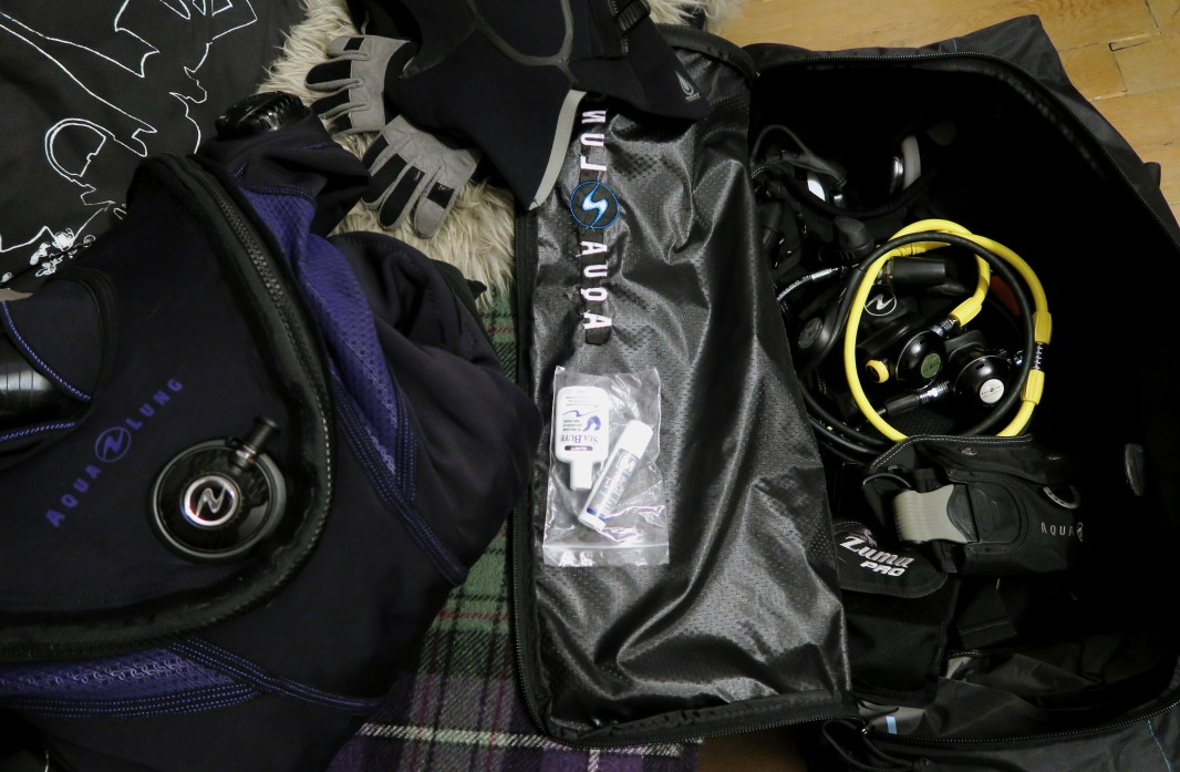scuba diving bag with dry suit weight
