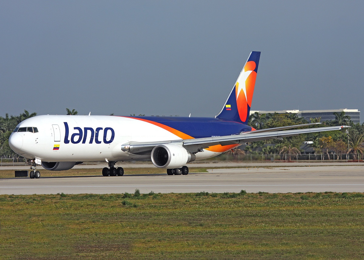 Boeing 767-316FER N418LA (msn 34246) taxies at Miami in the new look.  Copyright Photo: Keith Burton.