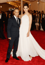 worst-katie-holmes-paired-her-sky-high-hair-with-a-calvin-klein-gown
