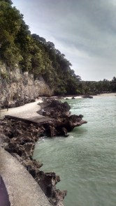 The path from Diniwid to White Beach.