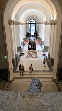 The main hallway of the National Archaeological Museum