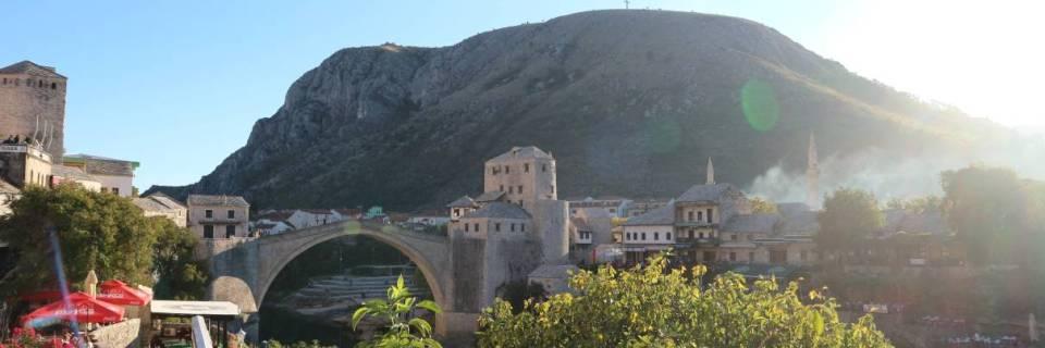 Mostar – zwei Religionen und Kulturen vereint durch eine Brücke