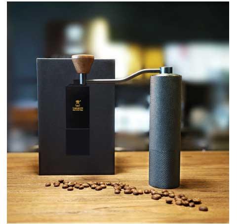 Черная металлическая кофемолка с регулятором помола