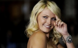 """Malin Akerman, a cast member in """"Couples Retreat,"""" poses for photographers at the premiere of the film in Los Angeles, Monday, Oct. 5, 2009. (AP Photo/Chris Pizzello) Premiere Couples Retreat LA"""