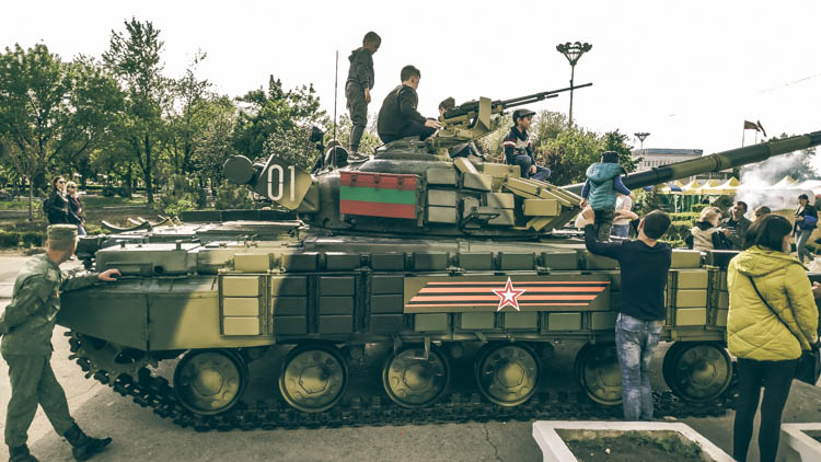 childeren play at the tanks of the transnistrian army