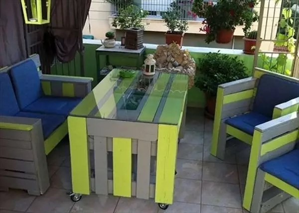 20 Smart DIY Ideas To Reuse Old Pallets Into Trendy Home Decor