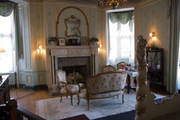 Casa Loma -woman bedroom