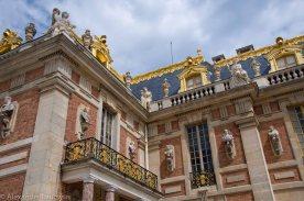 Скульптуры на стенах и крыше Версальского Дворца