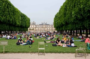 Luxembourg Garden Lunch time