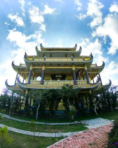 Best things to do in Dalat: Visit Buddhist Temples