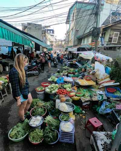 Best things to do in Dalat: Explore the local markets