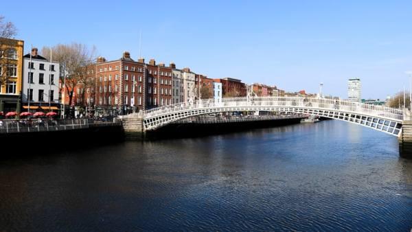 3 day budget guide to Dublin: Walk along the Quay