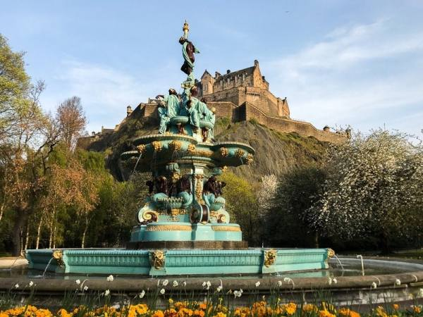 Cheap things to do in Edinburgh - Prince Street Gardens