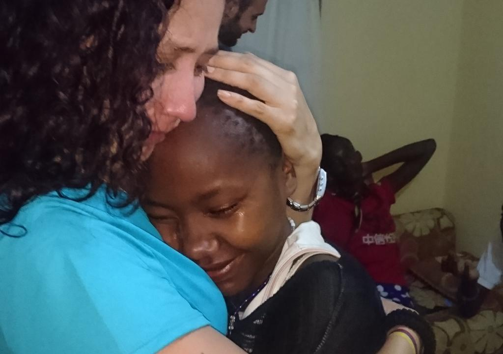 Child bids goodbye to World Meets Kenya volunteer