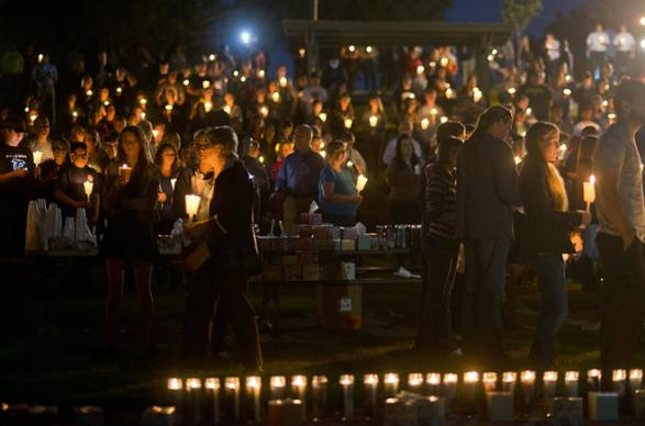 Candlelight vigil was held to memorialize vicitms of the Umpqua Community College mass shooting. Photo by Cameron Schultz
