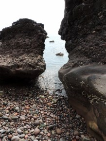 Gap in the rocks, perfect for smuggling!