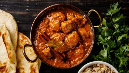 دجاج تكا مسالا، أحد أشهر الأكلات في مدينة لندن، إنجلترا